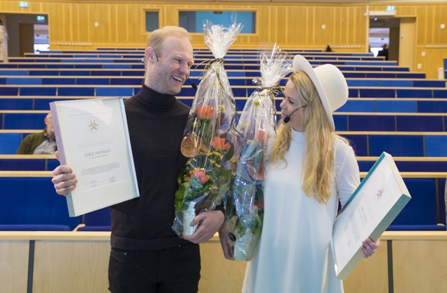 Alumni of the Year Oskar Henrikson and Sofie Lindblom after the ceremony in lecture theatre C4