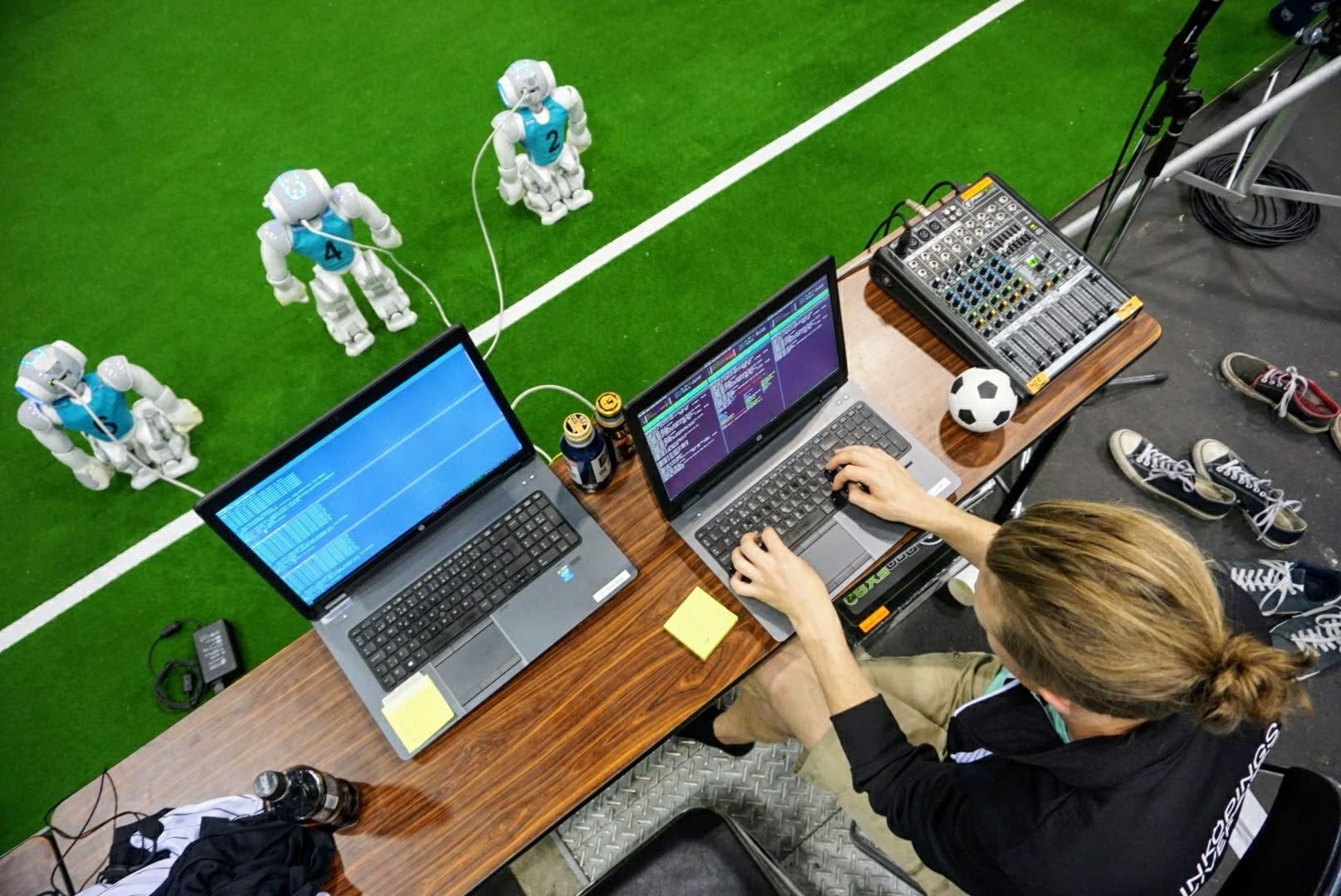 Som enda svenska trupp åkte de sex robotarna och deras tio mänskliga  lagkamrater till Nagoya i Japan för att spela i fotbolls-VM för robotar  27–30 juli. 314efca717507