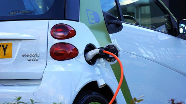 Bilden visar en elbil. An image of an electric car