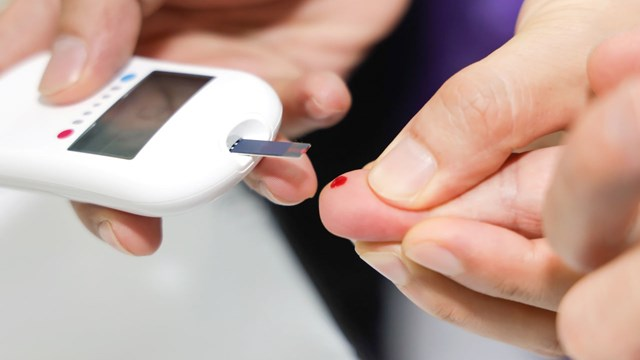 blood glucose measurement from fingertip
