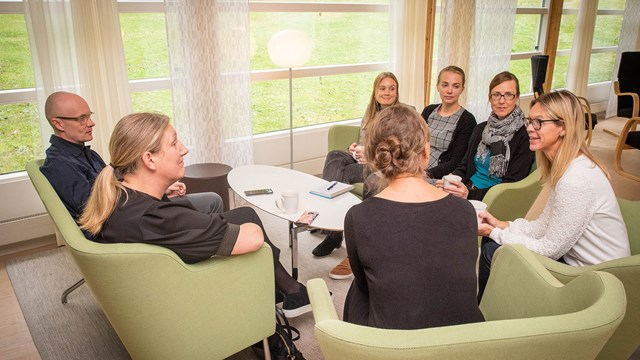 Elin Wihlborg, right, leads a research group looking at digitisation in public service. Here together with Anders Hintze and Emily Nordqvist from the Swedish National Digitalisation Council, Rebecka Lönnroth from the Ministry of Infrastructure, and researchers Helena Iacobeus, Johanna Sefyrin and Karin Skill.