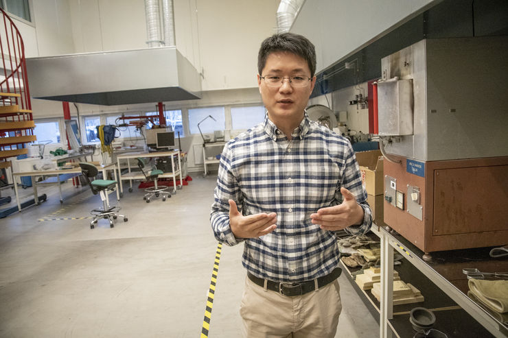 Pimin Zhang, researcher in engineering materials.