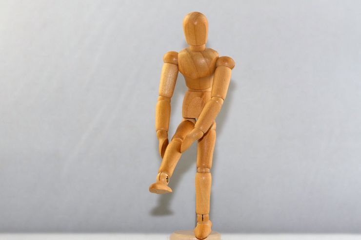 Photo of a figure to illustrate leg pain.