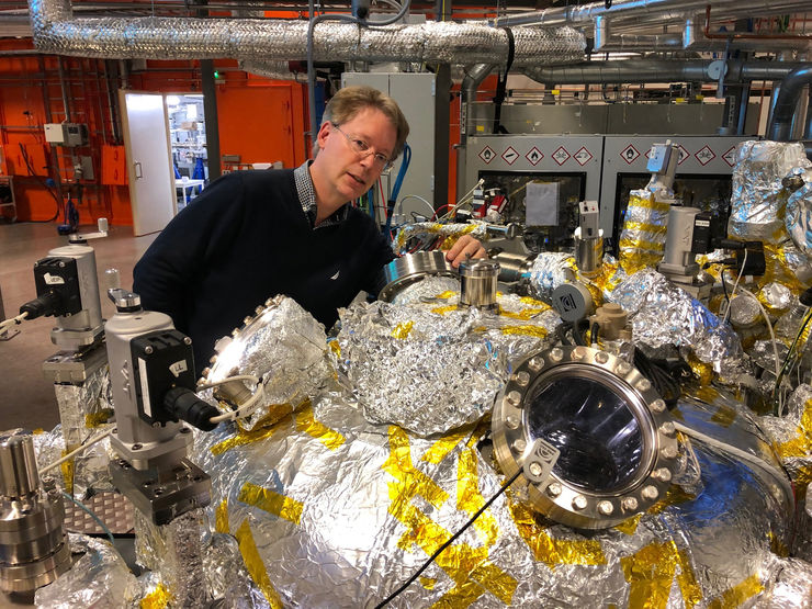 scientist working at beamline at MAX IV.