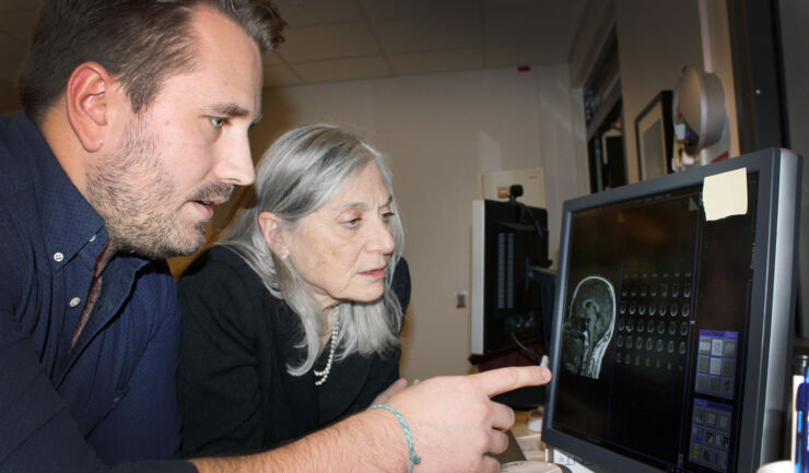 Robin Kämpe, research engineer at Center for social and affective neuroscience, presents brain scan pictures for Gillian Einstein.