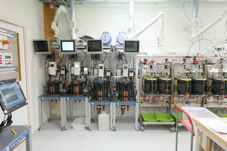 Lab-scale biogas reactors